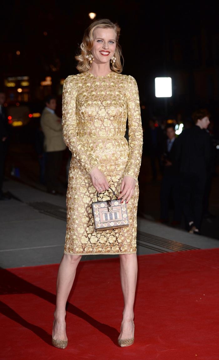 Стиль Евы Герциговой: золотое платье от Dolce & Gabbana