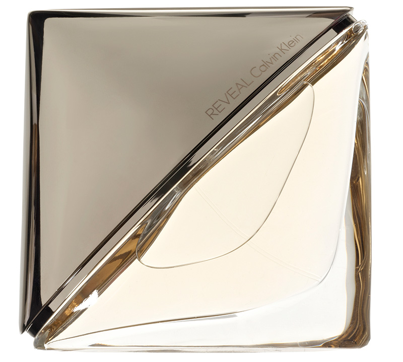 Чувственный аромат Reveal, Calvin Klein, с тройным аккордом перца (белого, розового, черного), нотами соли и ветивера