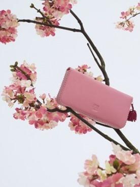 Коллекция аксессуаров Loewe Cherry Blossom