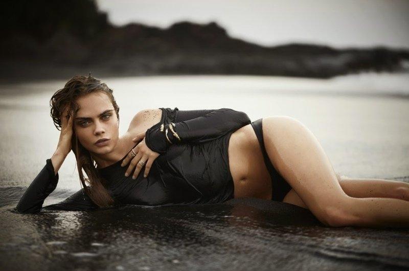 Кара Делевинь на пляже: фото