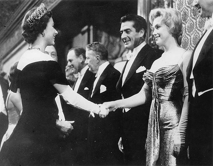 Мэрилин Монро на приеме у Елизаветы II, 1956 год