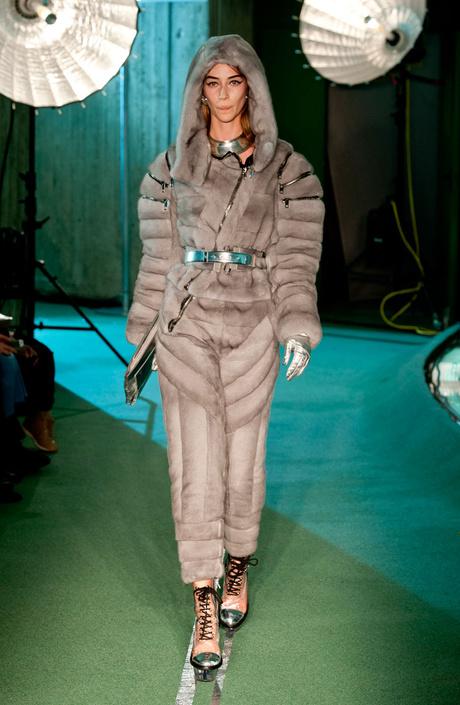 Показ Jean Paul Gaultier на Неделе моды в Париже