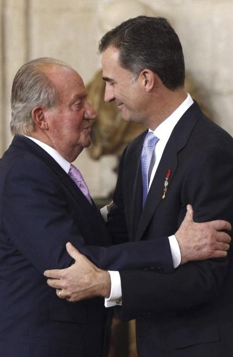 Новый король Испании официально взошел на престол