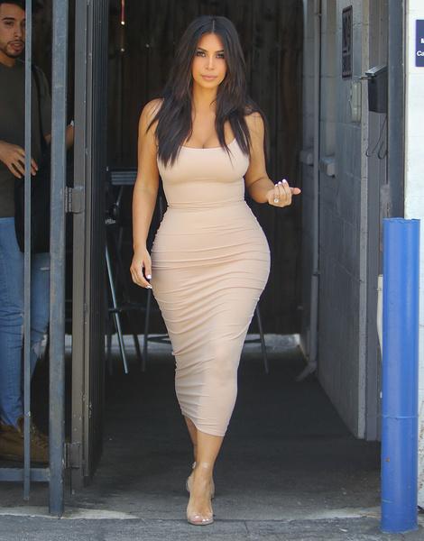 Фото широкие бедра в платье