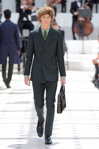 Показ Burberry Prorsum на Неделе мужской моды в Лондоне | галерея [2] фото [26]