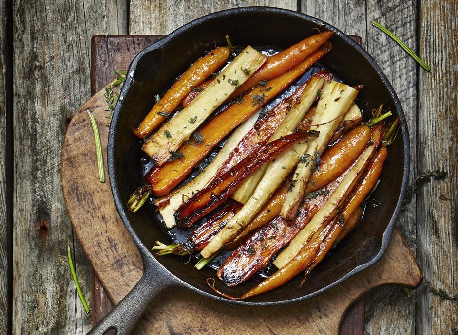 Соте из пастернака и моркови с медом и розмарином