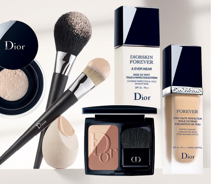 Пудра Forever & Ever, кисти Dior и аппликатор Backstage Blender, основа-праймер Diorskin Forever & Ever, контурирующая пудра Diorblush Sculpt, тональный флюид Diorskin Forever