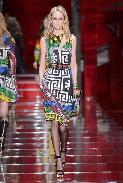 Показ Versace на Неделе моды в Милане | галерея [1] фото [10]
