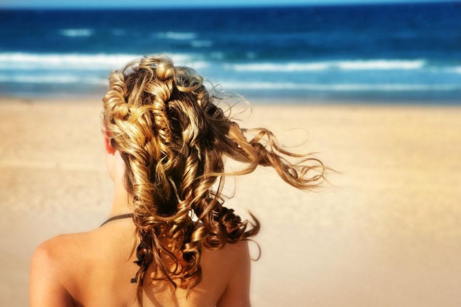 Снимаем шляпу: как ухаживать за волосами летом