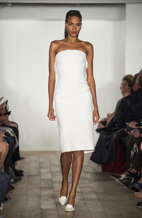 Белое корсетное платье: фото