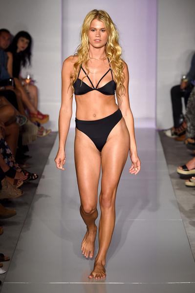 50 самых сексуальных купальников с Недели пляжной моды в Майами | галерея [1] фото [9]