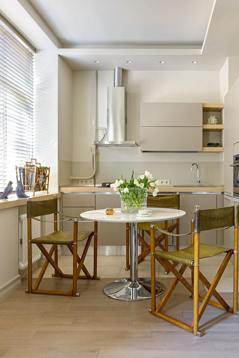 Обеденная зона гостиной. Кухня, Aran. Стулья и бамбуковая газетница куплены в галерее Charles.Cameron.