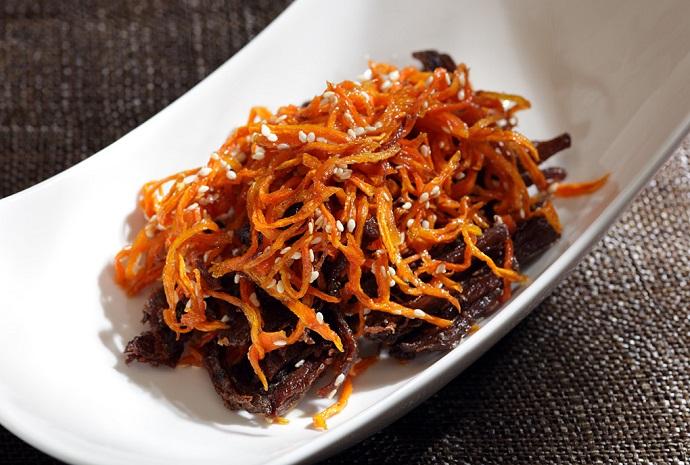 Рваная говядина с карамелизированной морковью