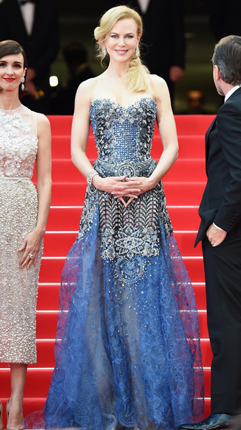 В платье Armani Privé, 2014 год