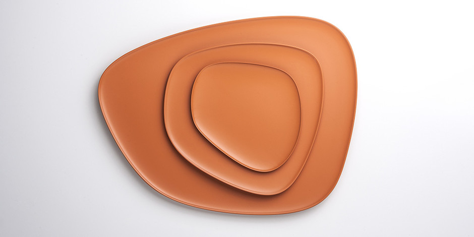 Блюда Namaste, цветной пластик, дизайн Жан-Мари Массо для Kartell, www.kartell.ru, салон Kartell Flagship Store Moscow.