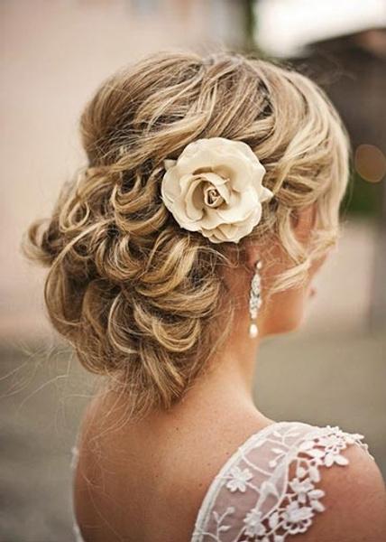 Как украсить цветами свадебную прическу | галерея [3] фото [4]