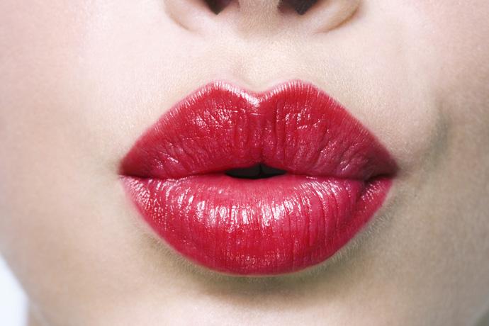 5 способов визуально увеличить губы