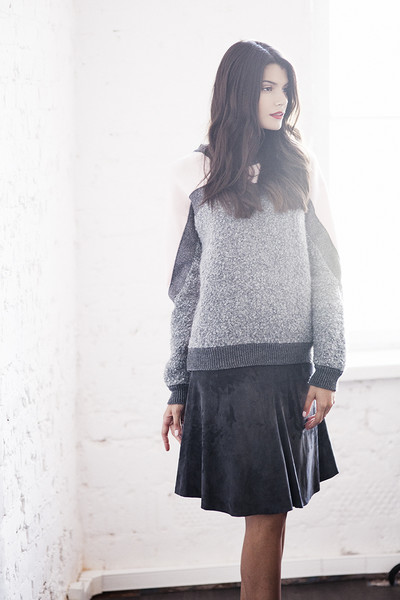 Пуловер, MSGM, 19 500 руб.; юбка, Brunello Cucinelli, 87 254 руб.