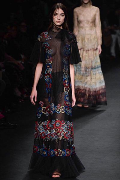 Неделя моды в Париже: показ Valentino ready-to-wear осень — зима 2015-2016 | галерея [1] фото [6]
