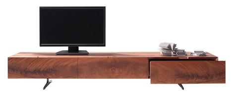 Комод Piuma с тремя ящиками — идеальная подставка для телевизора. Красное дерево, дизайн Антонио Читтерио для Flexform, www.flexform.it, галерея Altagamma.