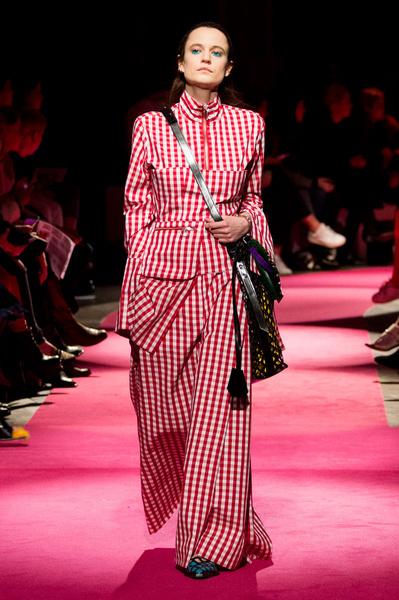 Самые красивые образы Недели моды в Лондоне | галерея [1] фото [92]