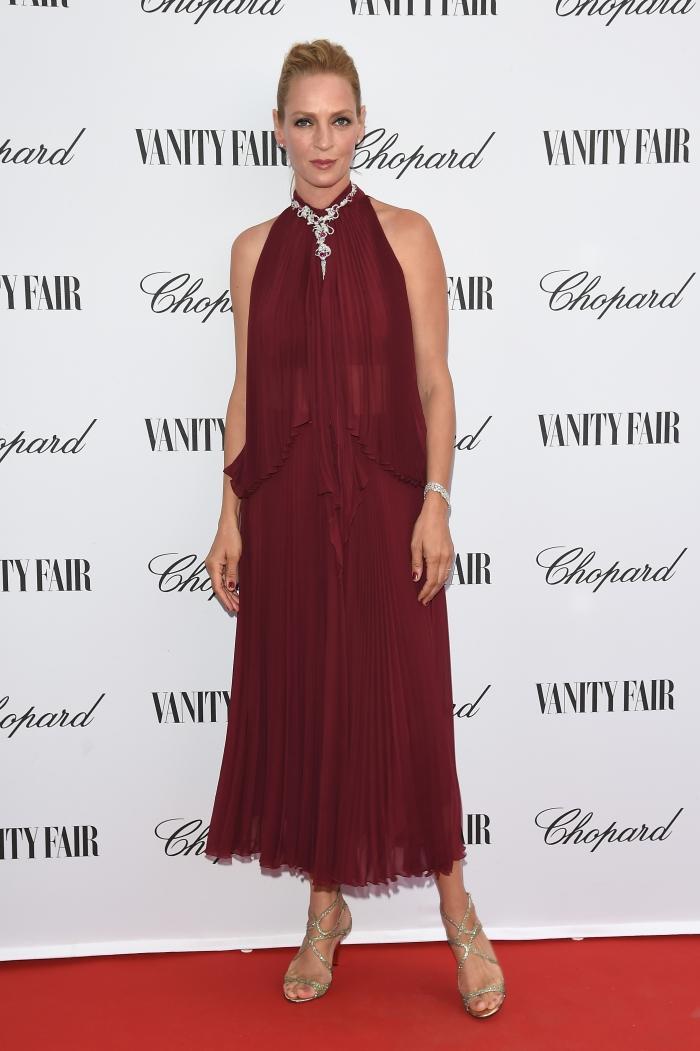 Стиль Умы Турман: бордовое платье