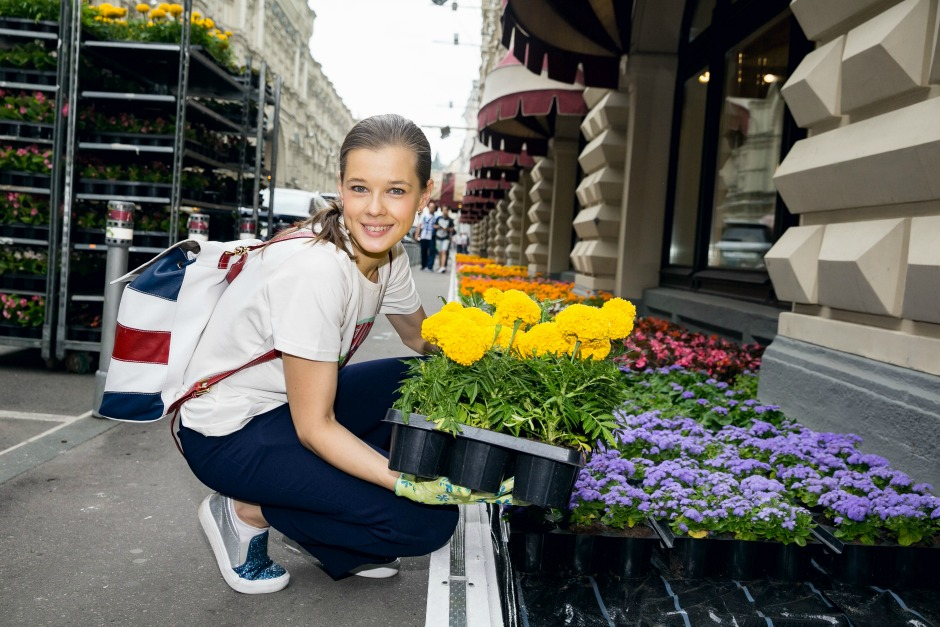 Знаменитости предстали в роли садовников