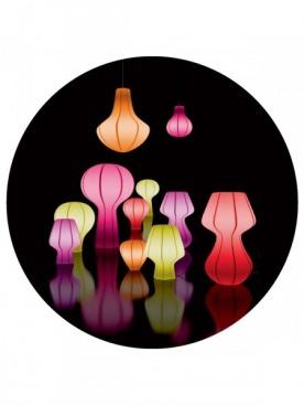 Светильники из коллекции Glow, Coin, можно использовать и дома, и в саду. Их формы могут быть самыми разными — от классической груши до психоделических грибов.