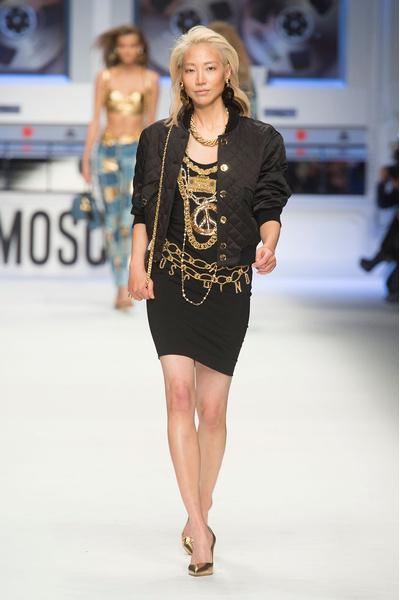 Показ Moschino на Неделе моды в Милане | галерея [4] фото [21]