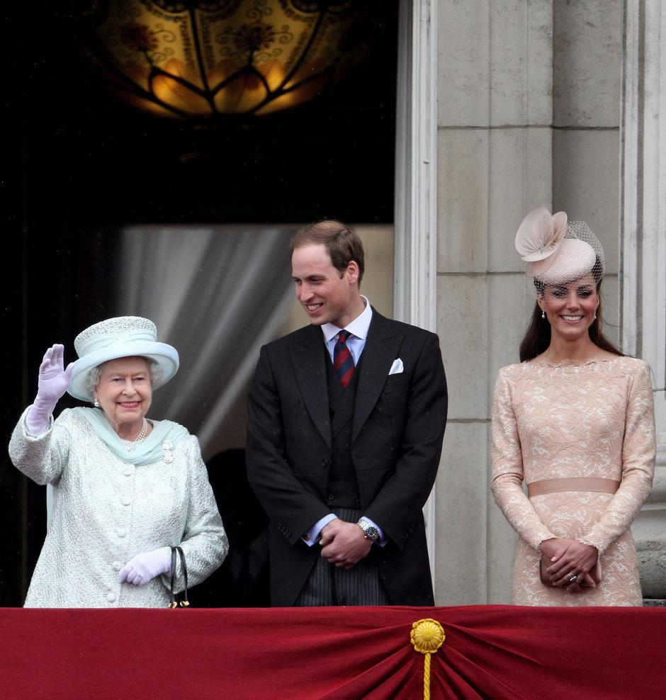 Королева Елизавета, принц Уильям и Кейт Миддлтон