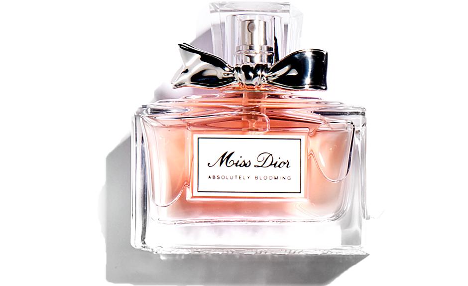 Miss Dior Absolutely Blooming, Dior, 7 100 руб., — к ставшему популярным цветочному миксу добавлены спелые ягоды.