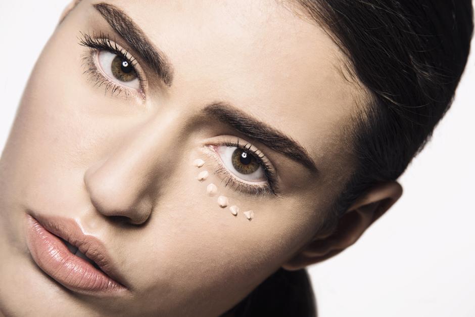 Взгляд в будущее: как избавиться от несовершенств зоны вокруг глаз