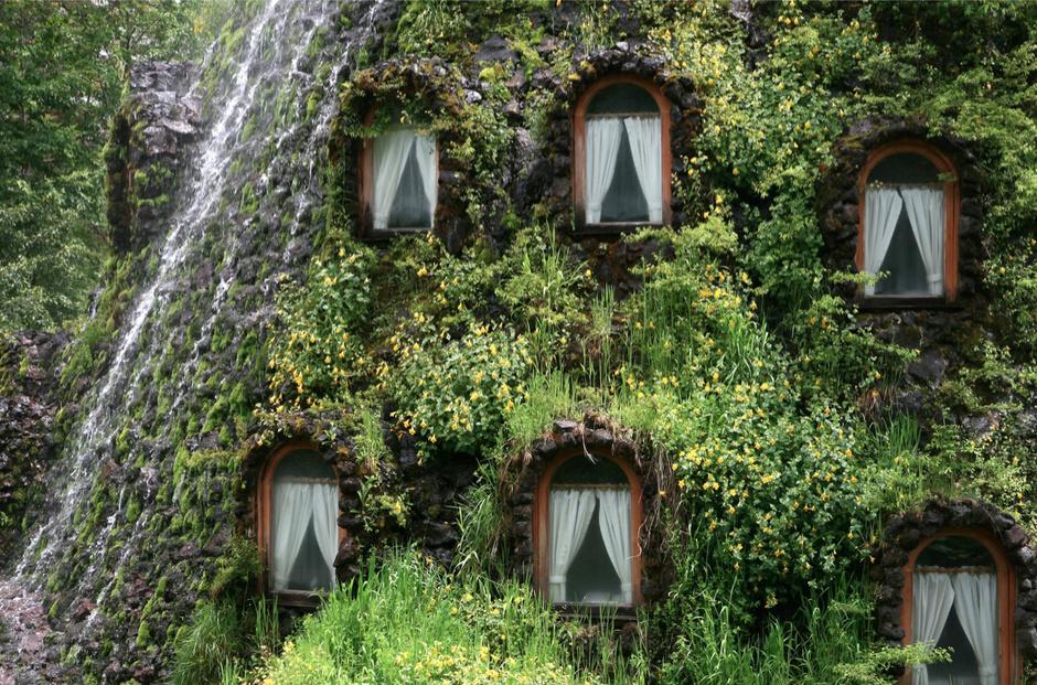 Отель-«водопад» Magic Mountain в Чили фото 2