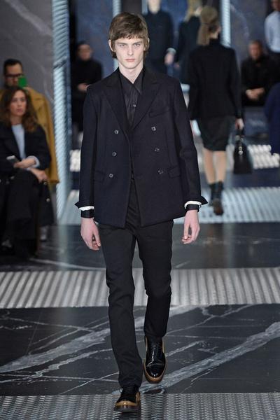 Бренд Prada представил на Неделе мужской моды в Милане сразу две коллекции | галерея [2] фото [13]