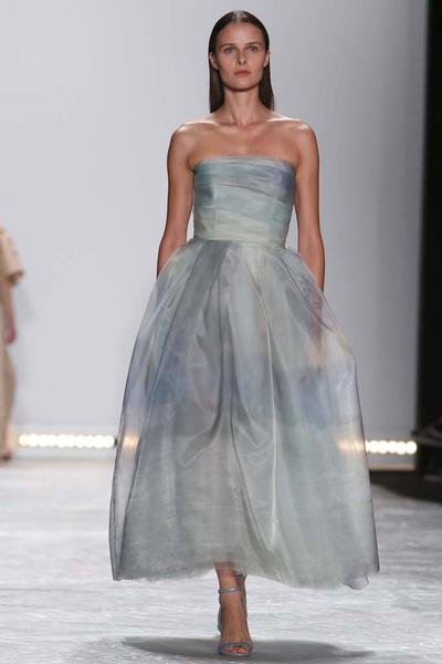 Показ Monique Lhuillier на Неделе моды в Нью-ЙоркеПоказ Monique Lhuillier на Неделе моды в Нью-Йорке