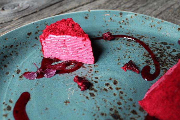 Налистный торт с вишней