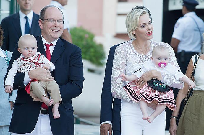 Альбер II с супругой Шарлен и детьми Жаком и Габриэллой
