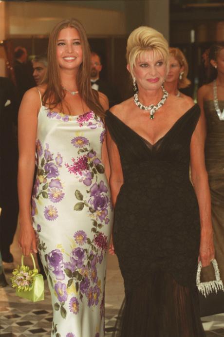 Иванка Трамп с мамой, 2001 год