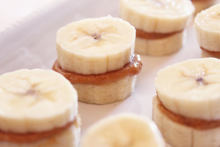 Банан-арахисовое масло-фундук