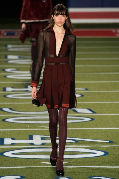 ПоказTommy Hilfiger на Неделе моды в Нью-Йорке Tommy Hilfiger на Неделе моды в Нью-Йорке | галерея [2] фото [40]