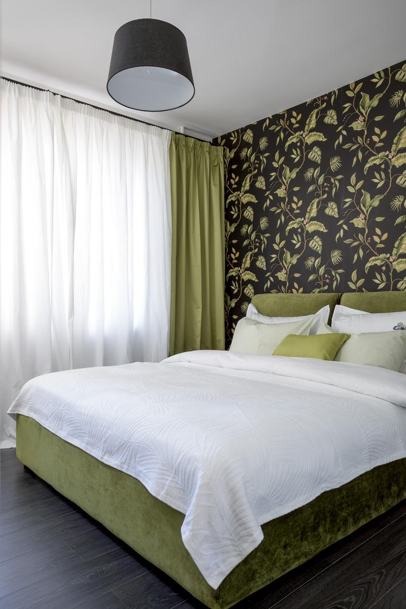 Спальня. Кровать, Dream Land. Обои, Chesapeake, коллекция Grand Estate. Светильник, интернет-магазин Westwing. Покрывало, Zara Home.
