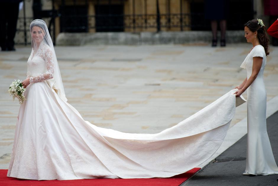 Alexander McQueen обвинили в плагиате подвенечного платья Кейт Миддлтон