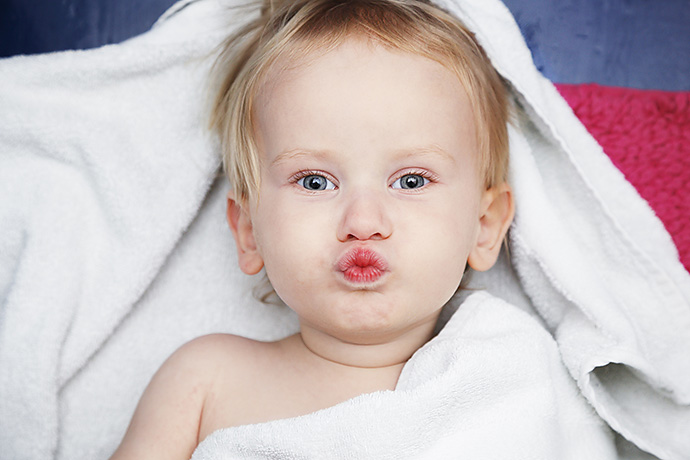 2. Допустимо ли целовать детей в губы?