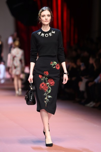 Дочки-матери: Dolce & Gabbana представили семейную коллекцию на Неделе моды в Милане | галерея [2] фото [8]