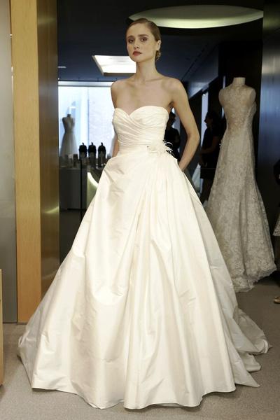 Новая свадебная коллекция Pronovias осень 2015