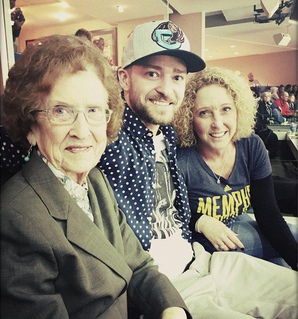 Джастин Тимберлейк с мамой и бабушкой: фото