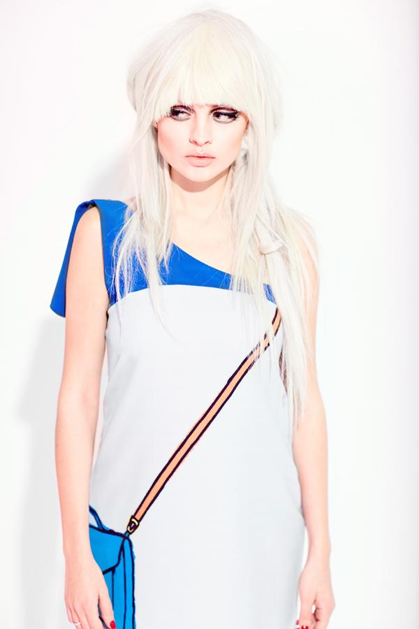 Актриса Янина Студилина рассказывает о том, что такое быть блондинкой в кино, а также секретами ухода за осветленными волосами.