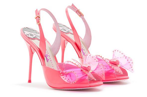 Модная обувь розового цвета