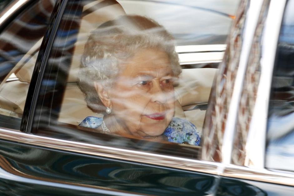 Королева Елизавета II прибывает на День рождения Георга