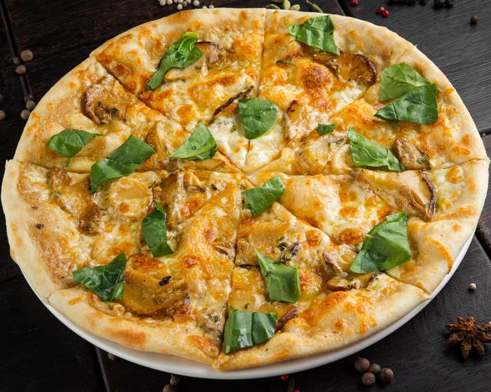 Пицца со сморчками и белыми грибами